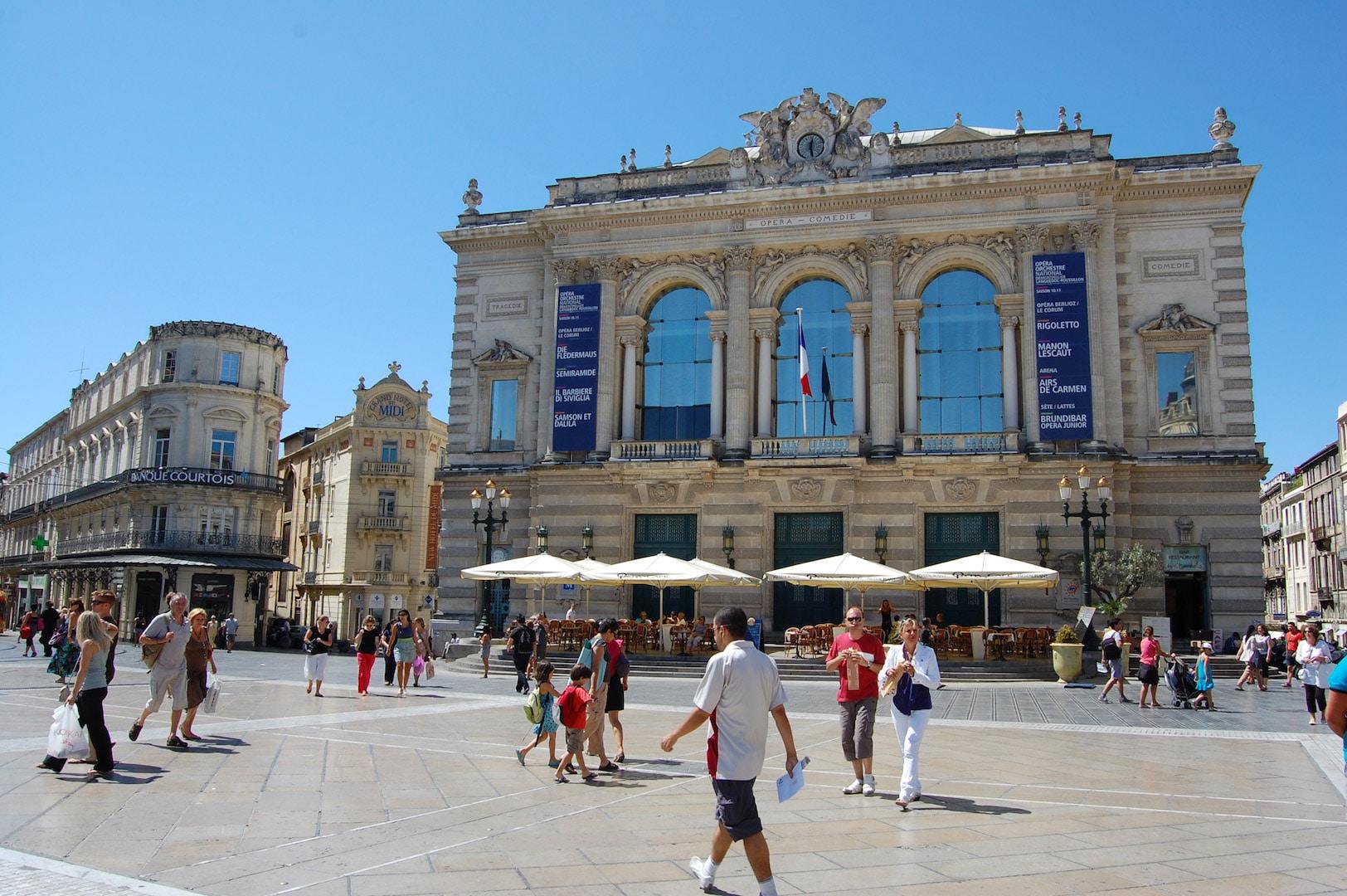 La deuxième image du slider d'accueil qui représente la place de la comédie à Montpellier.