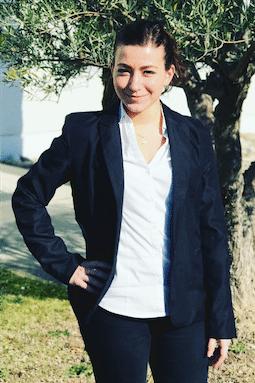 La photo de notre assistante administrative Anaïs MAYEUR.